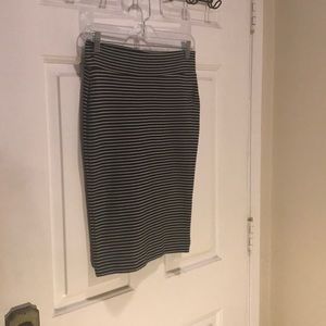 Stretchy black and white pencil skirt Forever 21